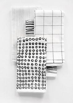 HOME | Black & White Printed Napkins | I SPY DIY #DIYHomeDecorBlackAndWhite