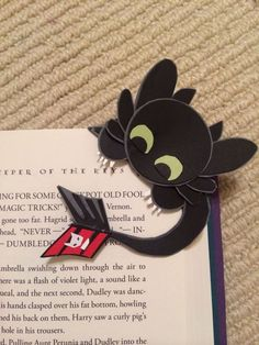 Print out these cute origami bookmarks that your kids can fold. In seven adorable woodland animal designs. How to make corner bookmarks. Fun Crafts, Diy And Crafts, Crafts For Kids, Paper Crafts, Diy Bookmarks, Corner Bookmarks, Origami Bookmark, How To Train Your, How Train Your Dragon