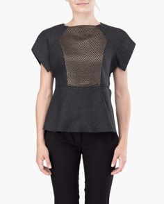 Armured top Malloni // Round neckline top made of double wool with armour-like design, slim fit. Ca sleeve, front insert in contrast fabric. Opening with side zip
