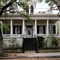 georgiangentility:  13297th Street New Orleans, LA  Reminds me of home. Ready to visit this fall.