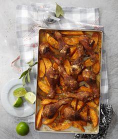 Cajún-Drumsticks mit Süßkartoffeln: Feurige Südstaatenküche: 16 Kräuter und Gewürze geben Hähnchenschenkeln und Süßkartoffeln ein kräftiges Aroma.