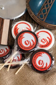 How to train your dragon party favors by @lollipics #lollipics