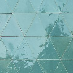 Zellige online shop with over Multiple colours and designs of these Moroccan tiles available for immediate shipment. Moroccan Tiles Kitchen, Kitchen Tiles, Terrazzo, Online Boutiques, Custom Homes, Tile Floor, Design Inspiration, House Design, Powder Room