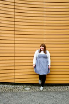 Plus Size Outfit: white shirt, pinafore dress // re:publica 2017 - Love Out Loud - Bloggerklassenfahrt