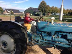 Pepijn Op de tractor