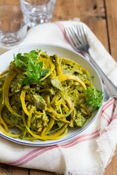Snelle Pesto Pasta Paleo Recipes, Healthy Dinner Recipes, Healthy Diners, Pesto Pasta, Paleo Dinner, Convenience Food, Eating Habits, No Cook Meals, Food Videos