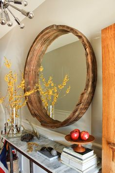 i simply love this mirror! and the contrast between its earthiness and the metallic of the lamp.