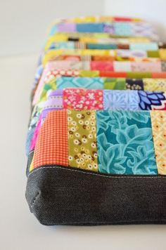 I so want to make these zipper pouches...and then figure out what to use them for.