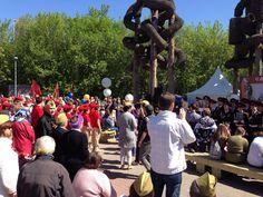 9 мая для жителей и гостей района в народном парке по адресу: Юрловский проезд, владение 8–10, подготовили насыщенную тематическую программу, выступление творческих коллективов и спортивные соревнования.