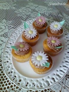 Tvarohové cupcakes - Recept Mini Cupcakes, 3, Desserts, Food, Tailgate Desserts, Deserts, Essen, Postres, Meals