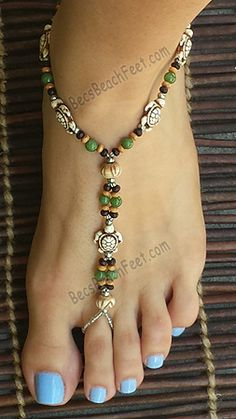 Discover Unique Sea Turtle Artisan Foot Jewelry : A thoughtful gift for any animal lover, our delightful little Turtle foot jewelry and barefoot sandals are a great addition to any summery attire. Beaded Sandals, Beaded Anklets, Ankle Jewelry, Feet Jewelry, Anklet Bracelet, Bracelets, Footless Sandals, Beach Foot Jewelry, Turtle Jewelry