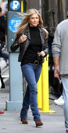 How To Get Jennifer Aniston's Signature Style | Celebrity Style Guide