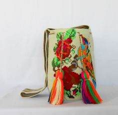 Wayuu-Mochila-bag-Birds-and-Roses