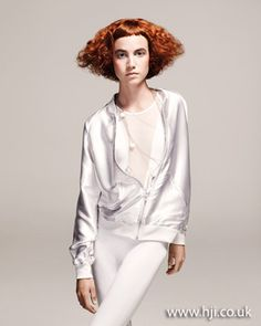 texture is back for this fall, why not blend it with a soft copper blonde. Curly Hair Salon, Curly Hair Styles, Red Bob, Beauty Lookbook, Copper Blonde, Bright Red Hair, Hair Pictures, White Style, Bob Hairstyles