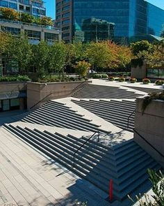 Escalera y rampa todo en uno.  Robson square stairs / ramp  by Dean Bouchard via: flickr  Welcome to @amazing.architecture ✔ www.facebook.com/amazingarchitecture  #amazingarchitecture #urbangreen #gardens #design #landscaping #architecture #sustainability  #sustainabledesign #contemporary #ecofriendly #greenbuildings #minimal #ecoarchitecture #eco #arquitectura #greenarchitecture #competition #sustainable #architects #style #ecobuild #landscape #greenbuilding #ecofriendly #architecture…