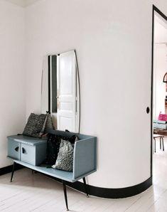 detail + battiscopa / vintage mirror and blue bench. Decorating Your Home, Diy Home Decor, Room Decor, Decoration Inspiration, Interior Inspiration, Inspiration Boards, Bathroom Storage Shelves, Cosy Corner, Reclaimed Furniture