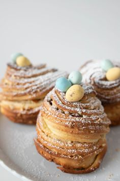 Recipe: Easter Cake Cruffin – It's a tasty blend of things Loaf Recipes, Egg Recipes, Dessert Recipes, Cooking Recipes, Cruffin Recipe, Cottage Loaf, Easter Recipes, Easter Desserts, Baking Cups