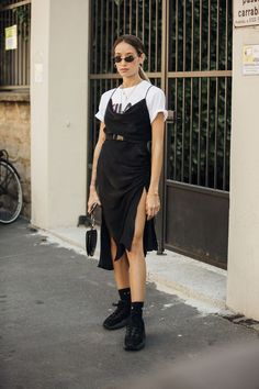 Summer Street Style Looks to Copy Now Sommer Streetstyle Mode / Fashion Week Week Street Style Outfits, Street Style 2018, Milan Fashion Week Street Style, Looks Street Style, Street Style Summer, Edgy Outfits, Cool Street Fashion, Looks Style, Look Fashion