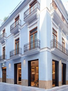 hotel facade Hotel One Shot Mercat - Picture gallery New Classical Architecture, Classic Architecture, Facade Architecture, Design Hotel, House Design, Fachada Colonial, Building Facade, Modern City, Classic House