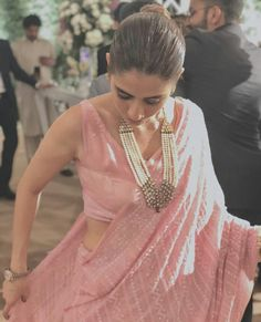 Baby pink saree and sleeveless blouse+ love the necklace and watch Indian Attire, Indian Wear, Indian Dresses, Indian Outfits, Shadi Dresses, Saree Jewellery, Simple Sarees, Stylish Sarees, Trendy Sarees
