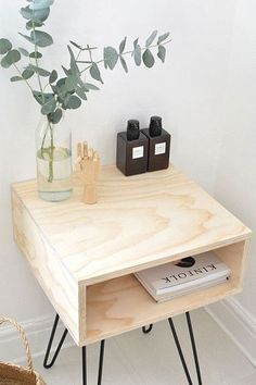 Chic DIY Mid-Century Modern Nightstand / DIY nightstand with hairpin legs Home Furniture, Modern Furniture, Furniture Design, Modern Couch, Furniture Stores, Diy Furniture Wood, Furniture Plans, Luxury Furniture, Bedroom Furniture