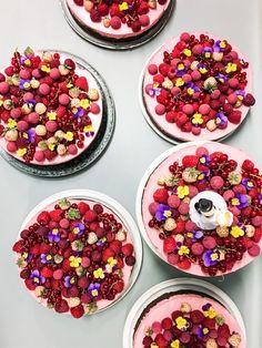 Guide til nem bryllupskage - The Food Club Mango Cheesecake, Berry Cake, Always Hungry, Food Club, Just Cakes, Wedding Wishes, Cake Recipes, Cake Decorating, Wedding Cakes