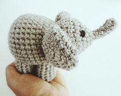 Palm-sized amigurumi elephant, free pattern