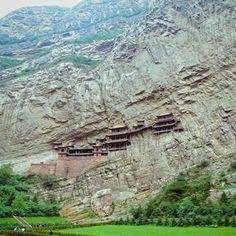 le monastère suspendu de xuankong au pied du mont heng