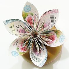 27 Inspired Photo of Paper Origami Flowers . Paper Origami Flowers Beautiful Idea For A First Paper Wedding Anniversary First Paper Origami Flowers, Origami Flowers Tutorial, Origami Paper, Flower Tutorial, Origami Lily, Handmade Flowers, Diy Flowers, Fabric Flowers, Paper Art
