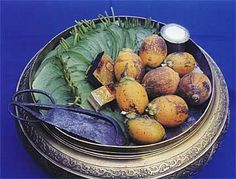 Betel Chewing in the Philippines - L'Asie Exotique Philippines Culture, Filipino Culture, Southeast Asia, Little Things, Serving Bowls, Beetle, Colonial, Nostalgia, Fun
