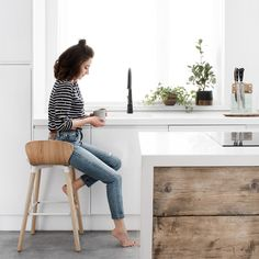 minimalist interior, design, minimalist house, minimalist home, minimalist kitchen, minimalist decor, minimalist home decor, house plans, indoor plants, minimalist house design, scandinavian design, scandinavian style, scandinavian interior design, slow life, home interiors, white and wood interior, coffee, morning, sitting with coffee, photography