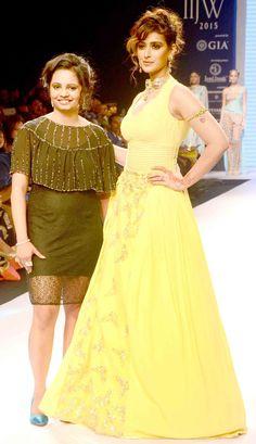 Ileana D'Cruz was the showstopper for designer Preeti at the India International Jewellery Week 2015. #Bollywood #IIJW2015 #Fashion #Style #Beauty