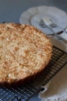 Omena-toscapiirakka - Leivontablogi Makeaa Pie, Desserts, Food, Torte, Tailgate Desserts, Cake, Deserts, Fruit Cakes, Essen
