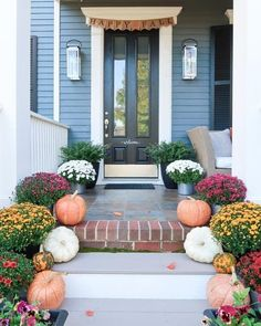 Easy ideas for decorating a fall front porch and entry way with lots of tips on colors that coordinate for fall. Create a cozy fall feel. How to mix pumpkins and mums for a colorful front entry and stairway. #cozyfalldecor #falldecor #autumndecor #fallfrontporch #frontporchideas #colorfulfrontentry #fallfrontentry #porchdaydreamer