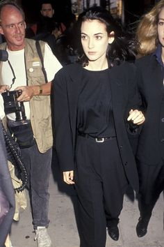 10 Looks That Prove Winona Ryder's Style Still Rules - - British Vogue corners her compelling wardrobe of unstructured suits, slip dresses, jeans and fan-girl T-shirts. 90s Fashion Grunge, 90s Grunge, Grunge Outfits, 80s Fashion, Fashion Kids, Fashion Trends, Grunge Girl, Girl Outfits, Casual Outfits