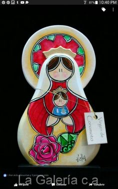 Virgencita en madera pintafa