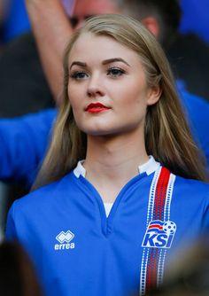 L'Islande a éliminé l'Angleterre lundi soir (2 - 1). Pour son premier Euro, l'Islande affrontera la France en quarts de finale. Pour la plus grande jo...