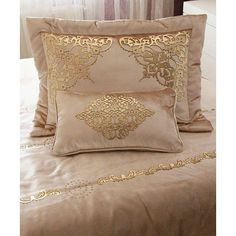 Sewing Pillows, Diy Pillows, Decorative Pillows, Pink Bedding, Duvet Bedding, Gold Bedroom, Home Decor Bedroom, Bed Sheet Painting Design, Bed Linen Inspiration