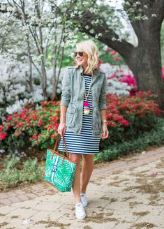 blond woman at arlington hall dallas wearing old navy striped dress barrington tote tassel necklace Mature Fashion, Fashion Over 40, Spring Summer Fashion, Spring Outfits, Spring Style, Navy Dress Outfits, Dresses, Travel Outfit Summer, Travel Outfits