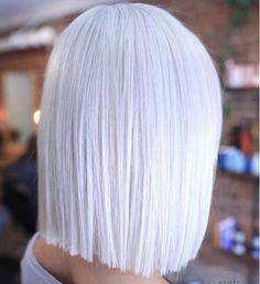 1-icy blond mittellang frisur