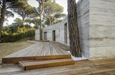 Fachada em Travertino Bruto - Floresta de Pinheiros de Marina / Massimo Fiorido Associati + sundaymorning