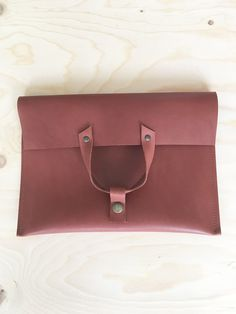Clutch designed for taking to a party or for storing your tablet. Made from a smooth leather in a rosy brown color. Smooth Leather, Brown Leather, Leather Clutch, Van, Color, Soft Leather, Colour, Vans, Tan Leather