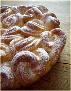 brioche bouclette, via la petite patisserie d'iza.  Beautiful!