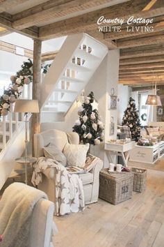 White Living: Country Cottage similar projects and ideas as presented in the picture . - White Living: Country Cottage similar projects and ideas as presented in the picture can also be fo - Interior Exterior, Interior Design, Sweet Home, Christmas Home, Christmas Decor, Christmas Trees, Cottage Christmas, Country Christmas, Xmas