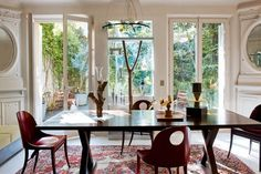 Airy dining room (=)