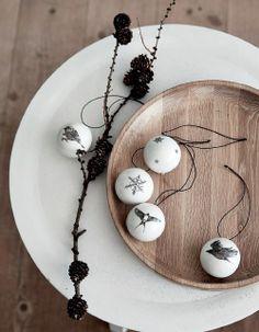 winter - oak tray -  ornaments - snowflakes - birds - decoratie met sneeuwvlokjes en vogels - kerst - By Nord