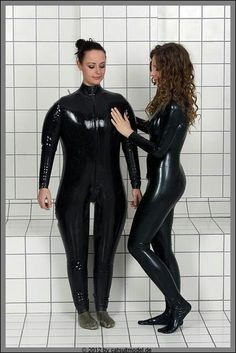 Inflatable suit