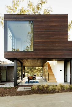 Beautiful rustic yet modern #architecture! Walker Workshop have designed a two bedroom guest house in Beverly Hills, California.