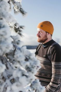 Wool beanie for men. winter outdoor outfit for men. organic merino wool beanie by vai-kø. Winter Outfits Women 20s, Winter Outfits For School, Casual Winter Outfits, Beanie Outfit, Wooly Hats, Hipster Sweater, Hipster Fashion, Outdoor Outfit, Ladies Dress Design
