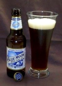 Cerveja Blue Moon Winter Abbey Ale, estilo Belgian Dubbel, produzida por Blue Moon Brewing Co., Estados Unidos. 5.6% ABV de álcool.